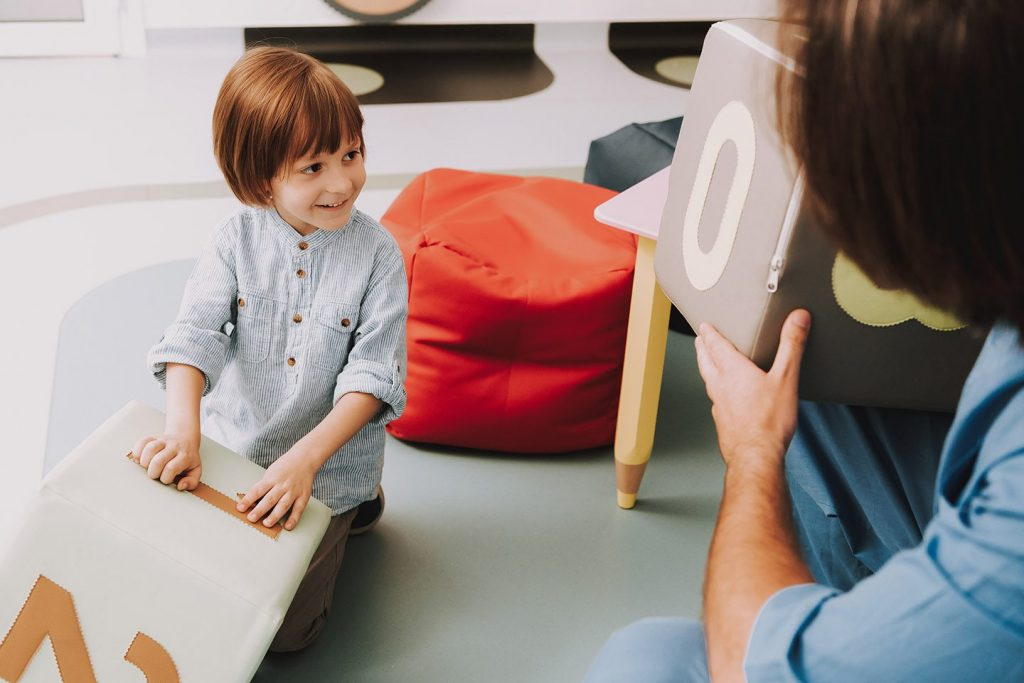 Psychologue - un enfant - a Bron